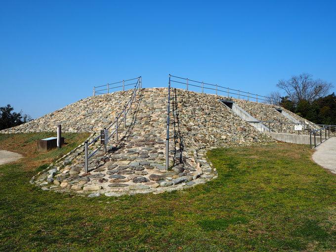 埋葬された王たち〜展示施設のある2号墓もじっくり見学