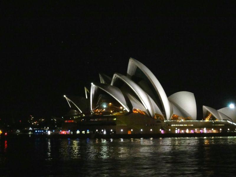 「キャプテンクッククルーズ」で夜のシドニーと世界遺産を満喫!