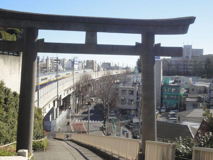 鳥居越しに新幹線を見よう!