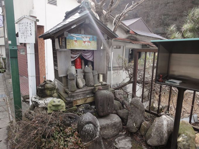 川治温泉のパワースポット!「おなで石」