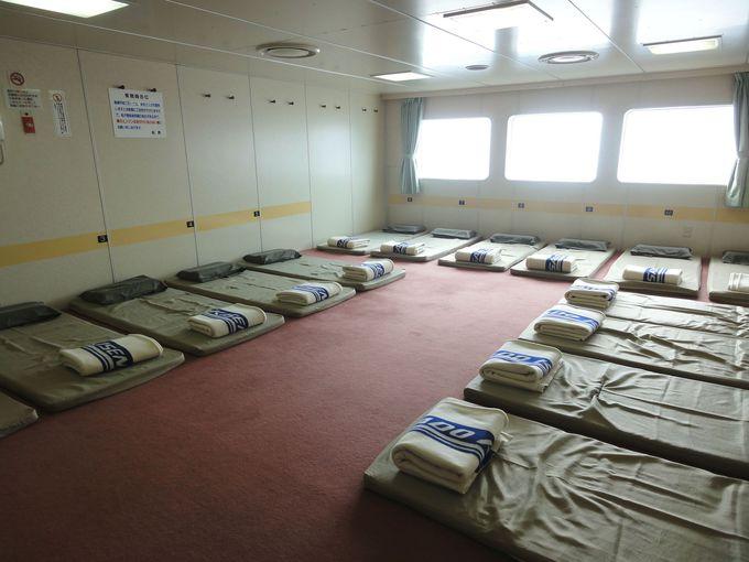 1等船室はジュウタン席とイス席の2種類!
