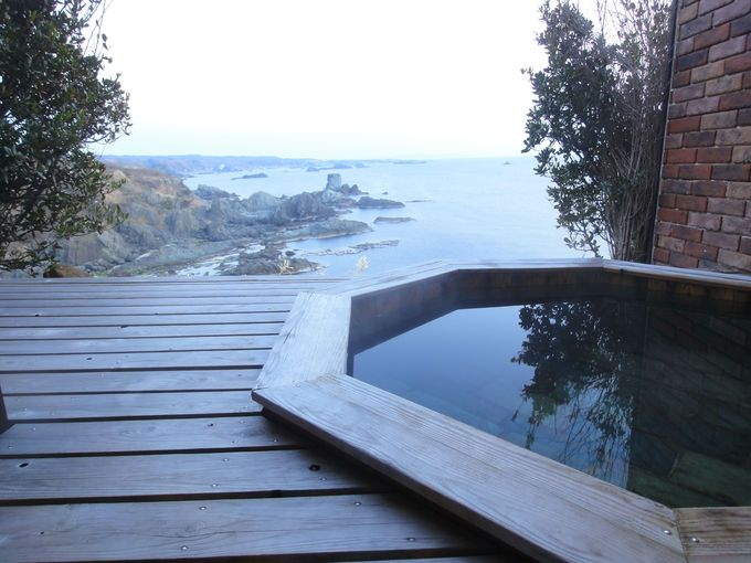 貸切露天風呂から絶景を眺める