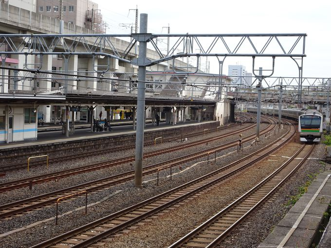都内でも有数の鉄道撮影スポット「ひがじゅうカーブ」って?