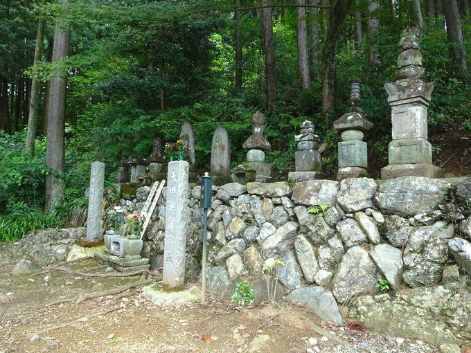 見どころ4:太田道真・道灌父子が眠る「五輪塔」
