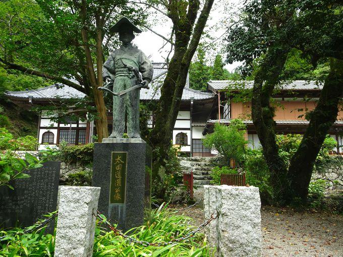 見どころ2:彫刻家・橋本次郎氏作「太田道灌公像」