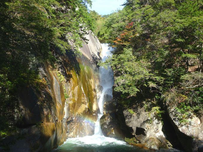 名瀑「仙蛾滝」でマイナスイオンを浴びてパワーチャージ