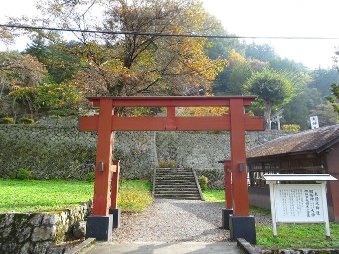 山梨のパワースポット「金櫻神社」の近くに鎮座する「夫婦木神社」