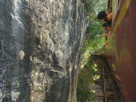 崖スレスレっ!カンチャナブリー「泰緬鉄道」を120%満喫する観光ポイント5つ