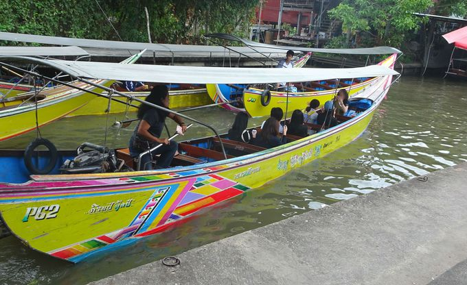 ポイント1:水上マーケットへはエンジンボートでGO!