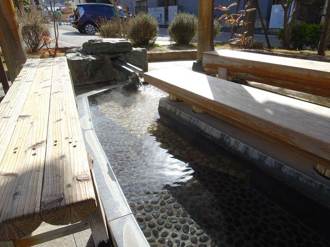 源泉かけ流し・60℃近い・飲泉も可能「姫のあし湯」