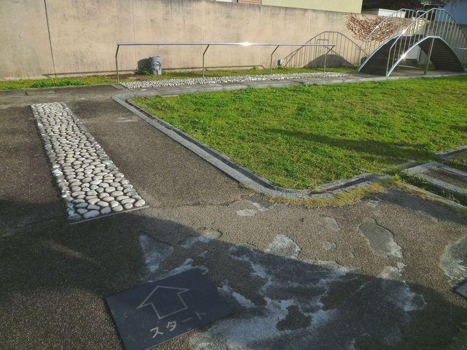 足つぼ刺激の健康遊歩道が併設! 公衆浴場もそばにある「湯らっくす公園」