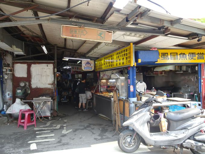 最寄り駅は、MRT「台電大樓駅」。学生街に猫カフェがあります