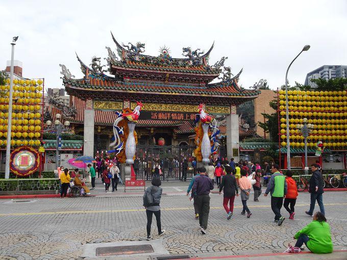 パワースポット「龍山寺」に隣接する「青草巷」