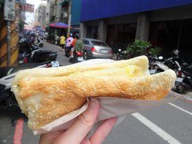 看板メニューはこれ!行列必至…台湾・桃園「南門市場李 燒餅油條」