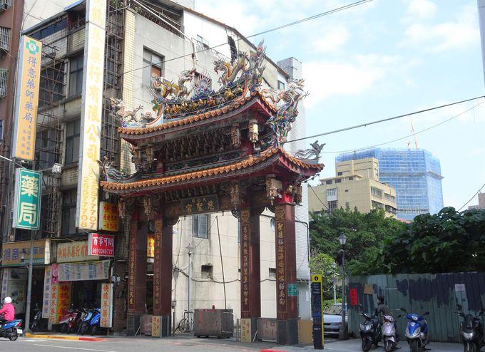 迪化街にある最大最古寺院といえば!「大稲テイ 慈聖宮」