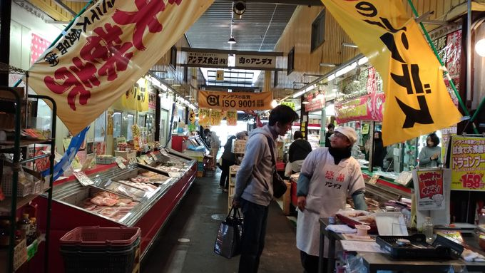土曜日に行ったら、市場にも行かないと!「マツモトミート」「肉のアンデス」