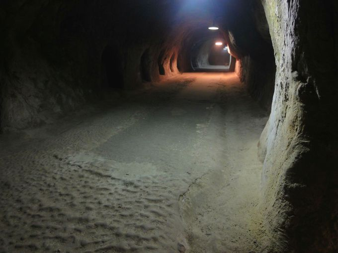 ひんやり……地下軍需工場跡地の洞窟