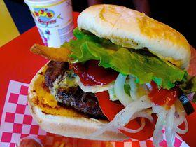 ハワイでかぶりつき!ワイキキ近郊の食べておきたいバーガー店3選