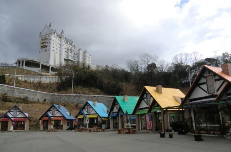 姫路にピラミッド!?おもしろB級珍テーマパーク『太陽公園』