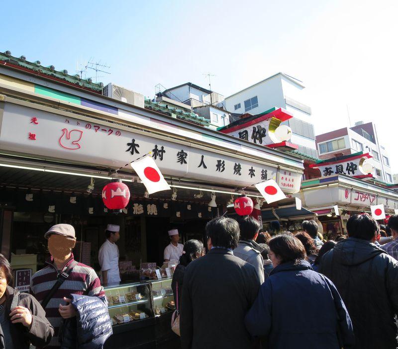 浅草名物人形焼「本舗」と「本店」食べ比べてみませんか?