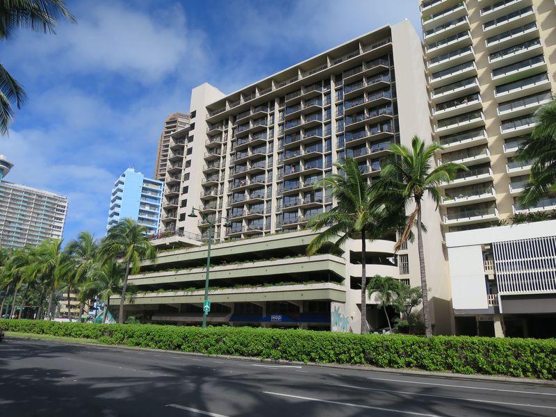 ハワイ・ヒルトン隣のお勧めホテル『アクア・パームズ・ワイキキ』