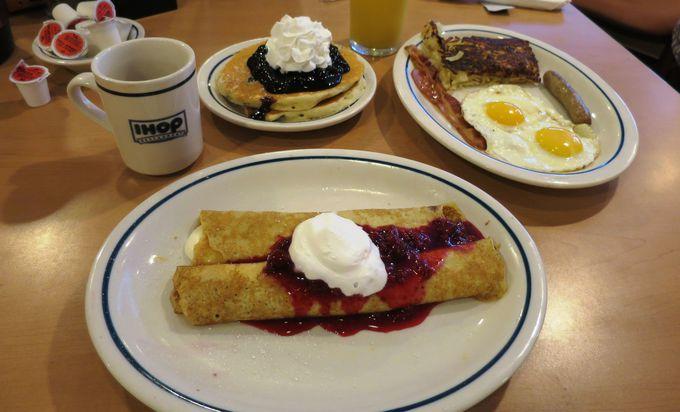 朝食はホテル1階パンケーキのお店『IHOP』はいかが?