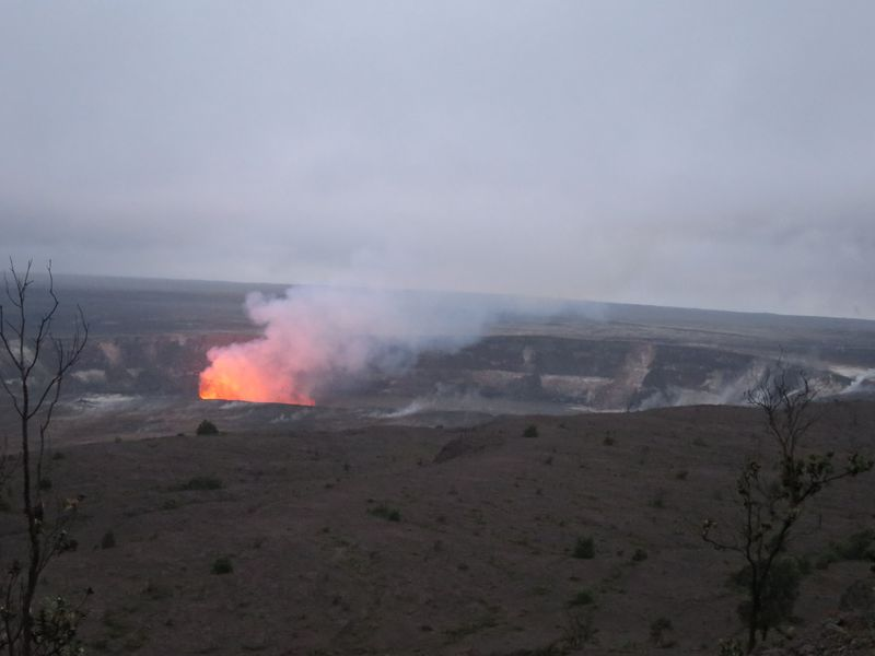 火口の炎が圧巻!ハワイ火山国立公園・キラウエア火山と溶岩ウォーク