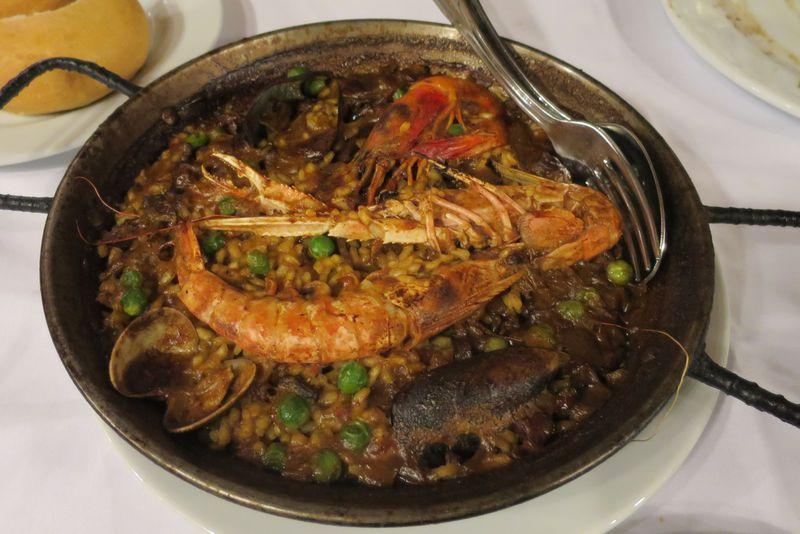 絶品!魚介の旨味最高パエリア!バルセロナの老舗「ロス・カラコレス」