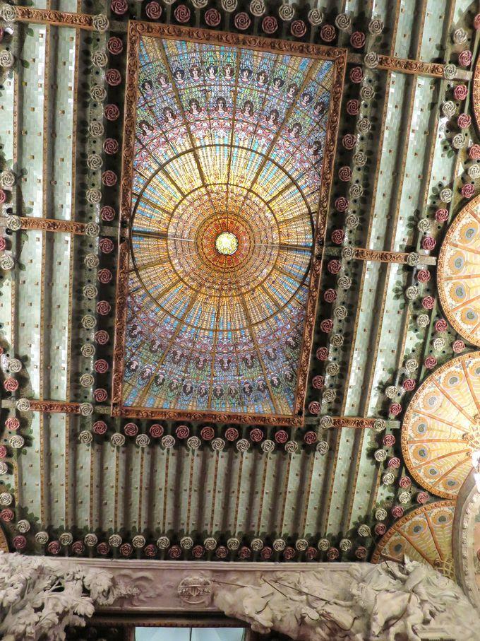 『カタルーニャ音楽堂』の究極の装飾美