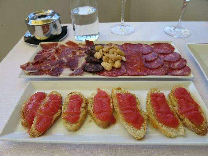 ワイン好きの方にお勧めは、イベリコ豚のハムとソーセージ盛り合わせ