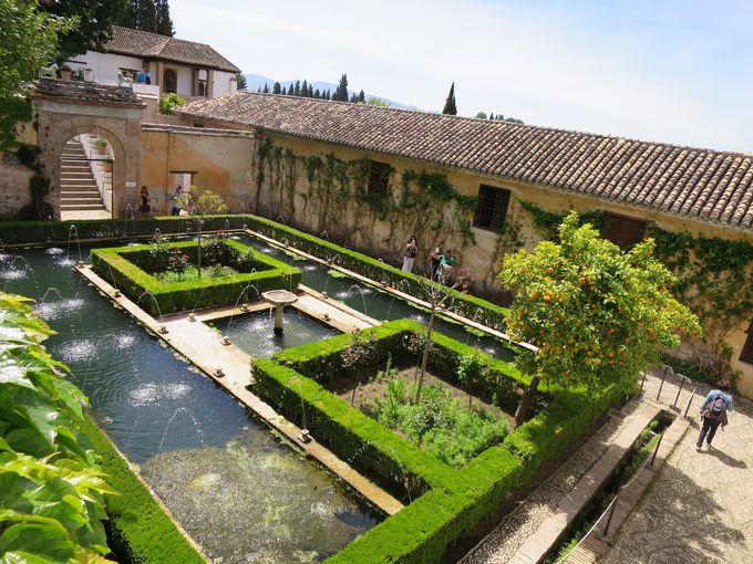 王妃と騎士の秘密の逢瀬の場所「スルタナの中庭」