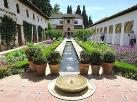 花咲き乱れる癒しの庭園!アルハンブラの離宮「ヘネラリフェ」