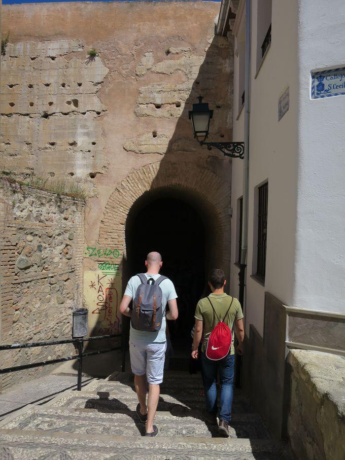 タイムスリップしそう!「ペサスの門」(Arco de las Pesas)