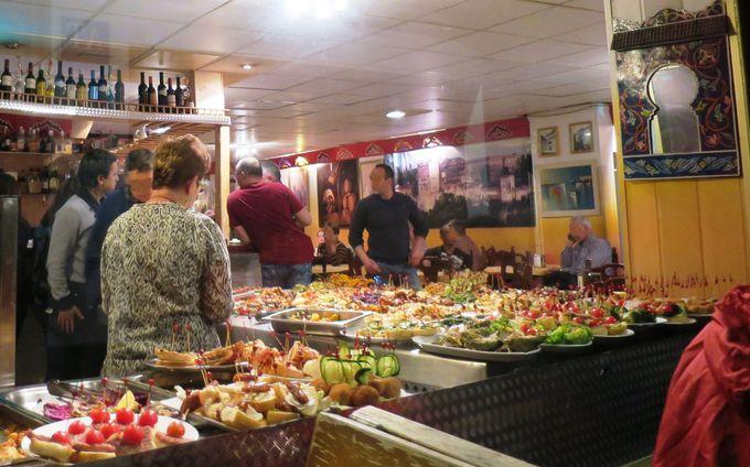 アルバイシンのお勧めのタパス店「Cafe - Bar Reina Mónica」