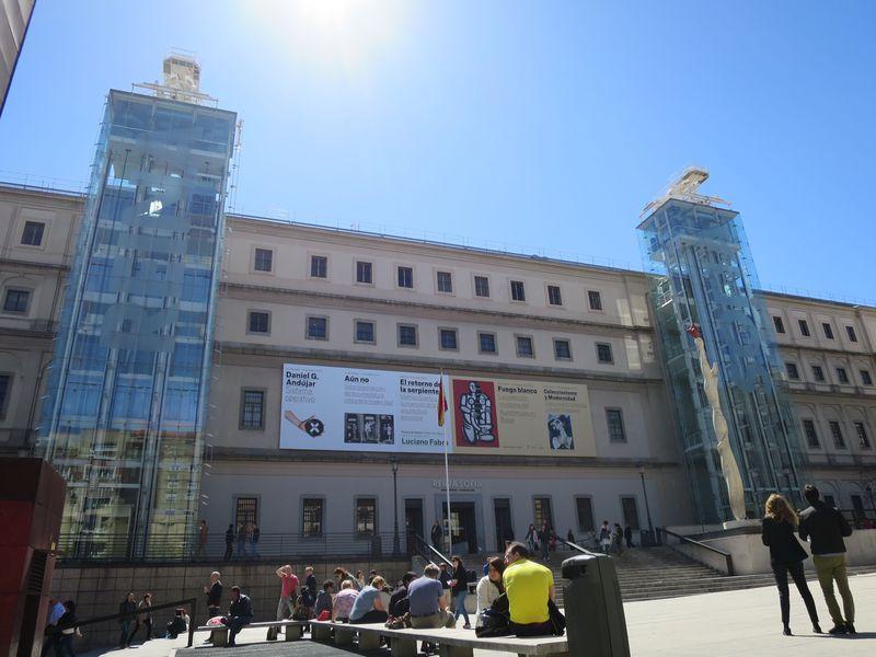 目の前は「ゲルニカ」のソフィア王妃芸術センターだ!