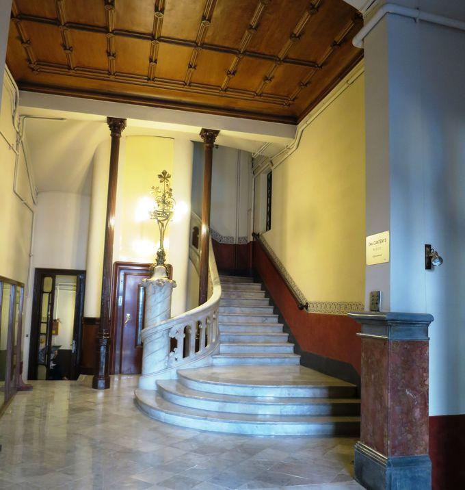 便利な立地!ホテルの建物は20世紀初頭モダニスト建築