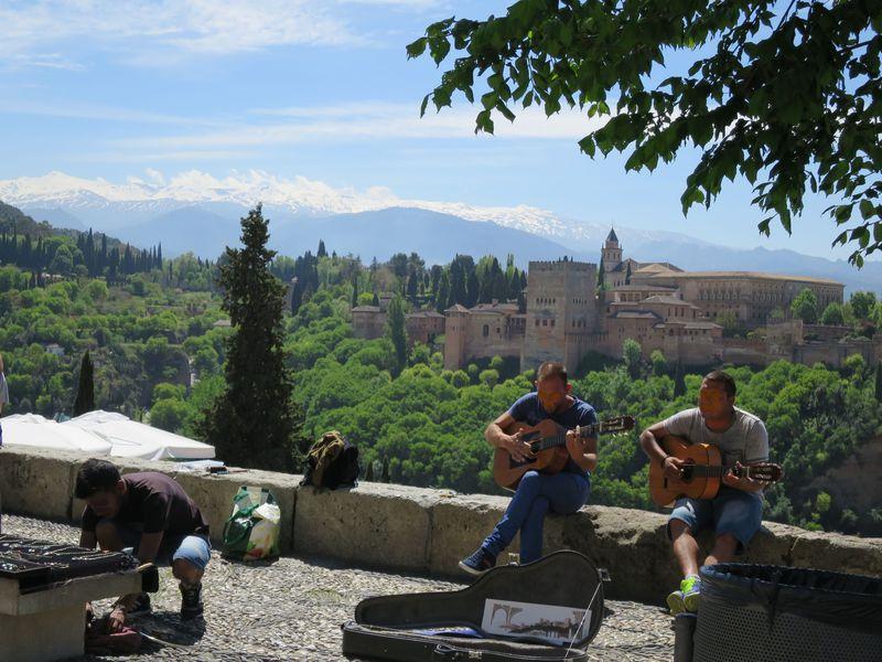 スペイン・グラナダを歩こう!現地PanchoTourの無料市内観光ツアー