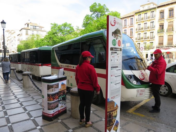 定番!乗り降り自由市内観光循環バス「グラナダ・シティ・ツアー」