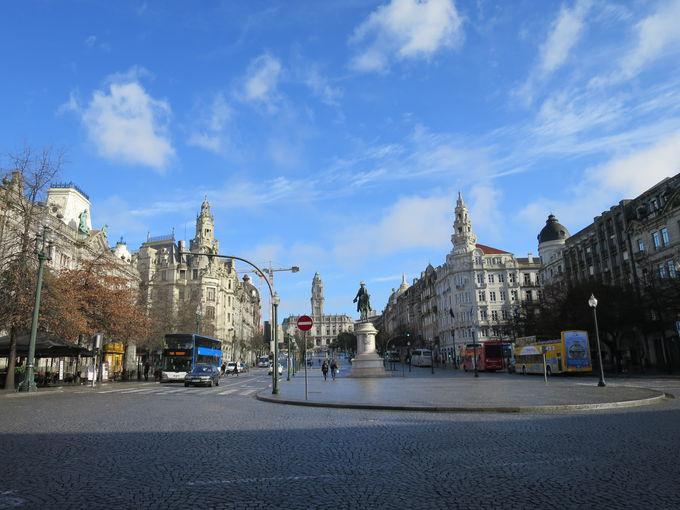 リベルダーデ広場やサン・ベント駅も近く、市内観光名所へもアクセス抜群!