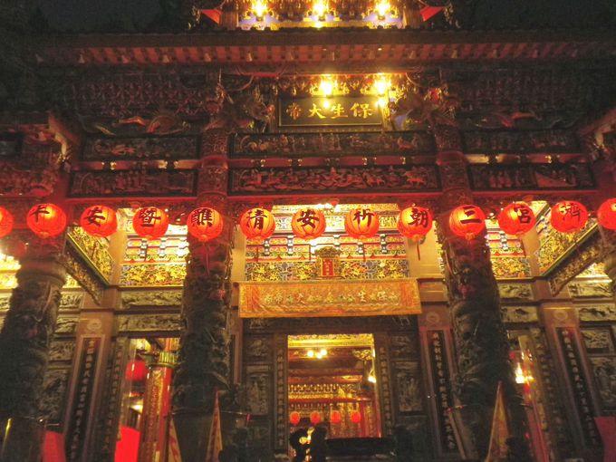 龍虎塔の目の前「慈済宮」