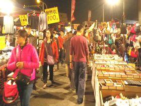 水曜日と土曜日限定!台南の「武聖夜市」を楽しもう