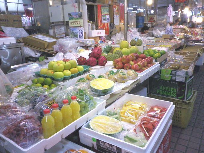 にぎやかな地元の朝市「安平公有零售市場」
