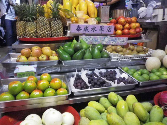 一、「哈密瓜瓜冰」を目当てに休日は長蛇の列!「泰成水果店」