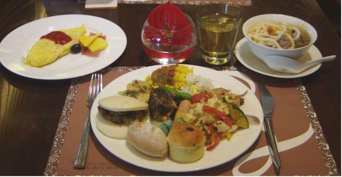朝食は中華&洋食ビュッフェ♪