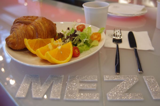 朝食は一階のレストランで♪