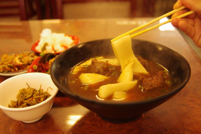 お昼ごはん:地元人気抜群の麺でランチタイム