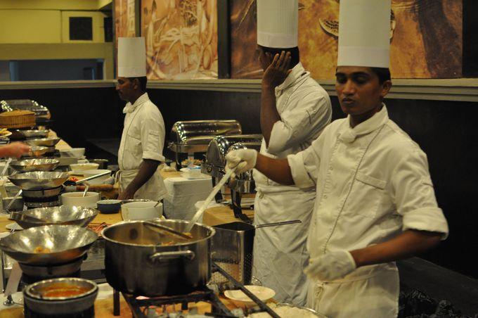 ビュッフェがおいしい♪作りたてのスリランカ料理が食欲をそそる!