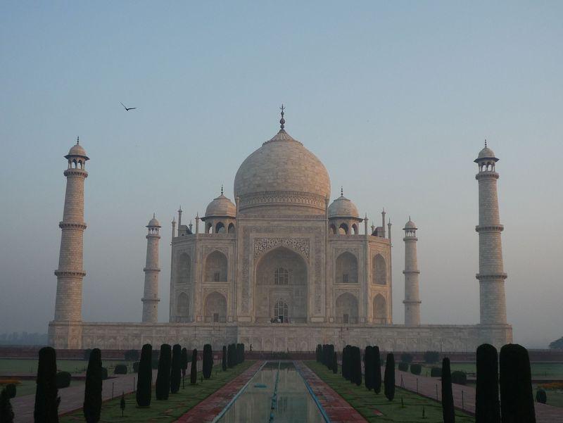 インド・タージマハルを見る最高のタイミングはいつ?