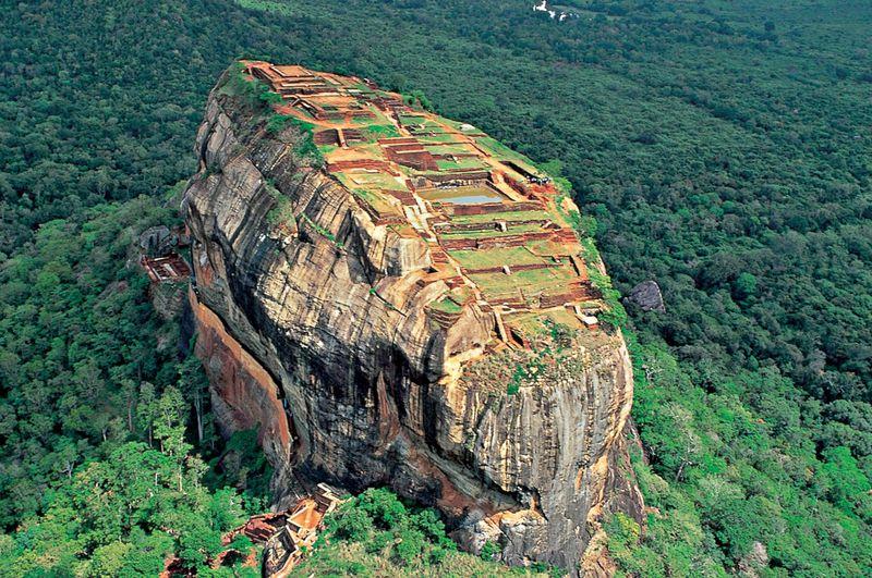 空中宮殿!スリランカの壮大な世界遺産「シーギリヤロック」に登る