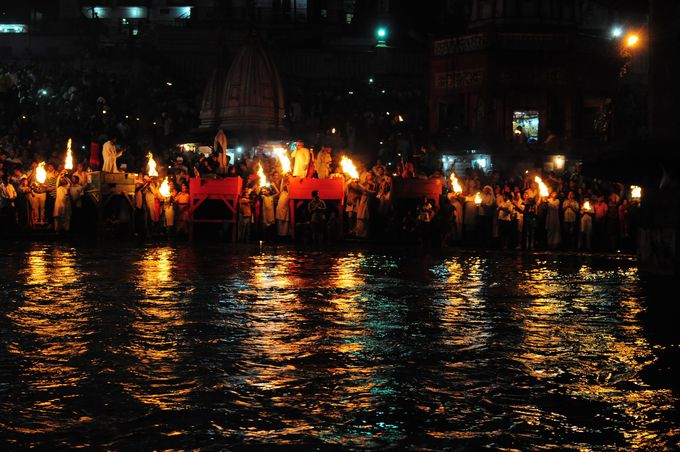 ハリドワール観光のクライマックス。日没の祈りの儀式『アールティ』の儀式